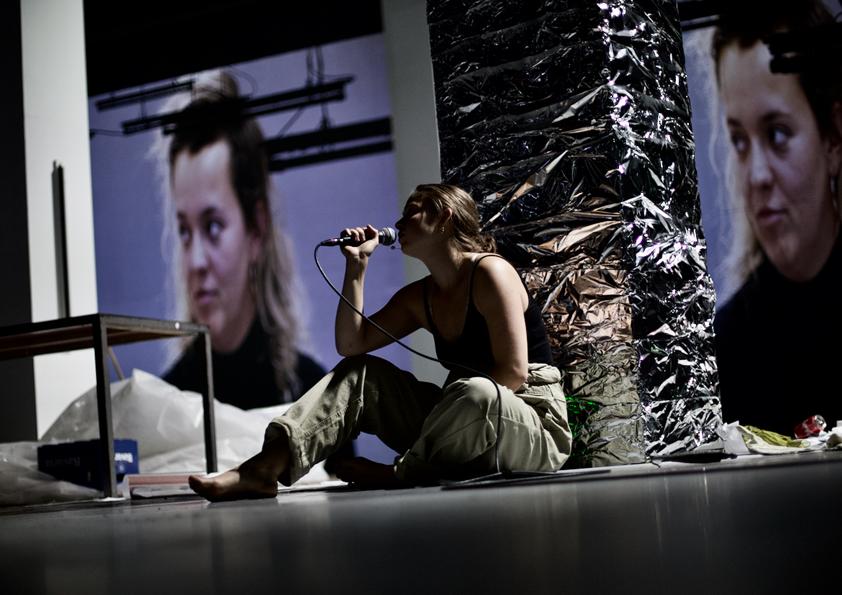 video ontwerp | voorstelling | The Limit's of the Self | foto: Bart van Merode